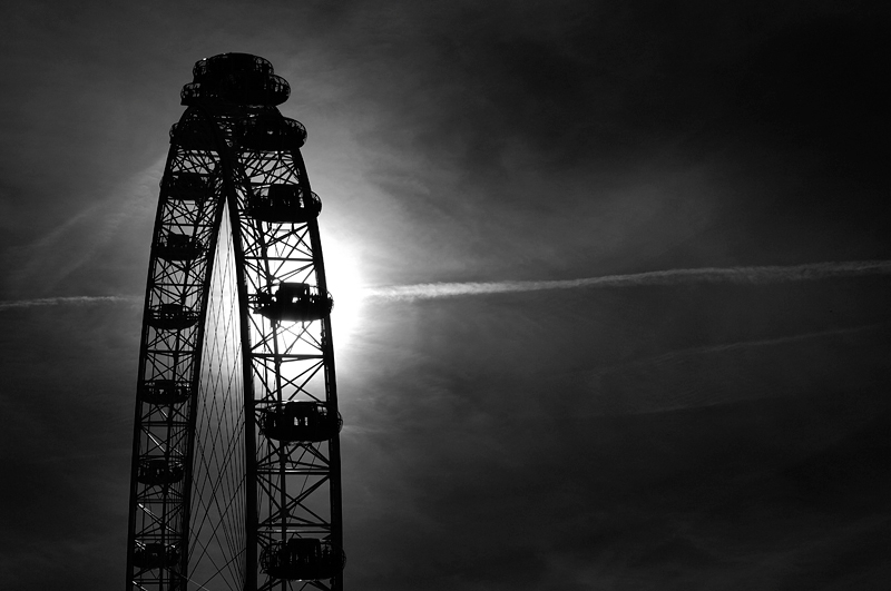 London Eye:Black and White Photo-213