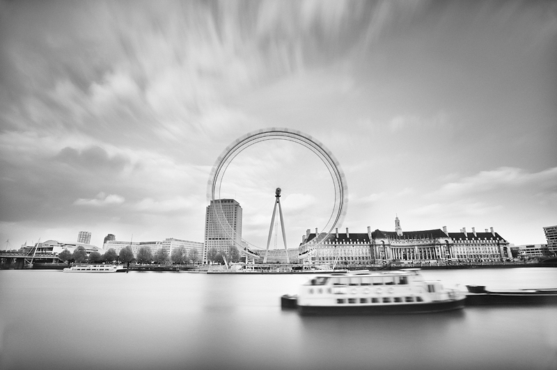 London Eye:Black and White Photo-548