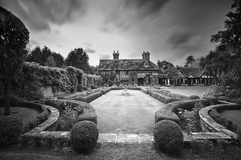 The Garden of Langshott Manor:Black and White Photo-600